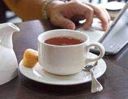 Почему не стоит добавлять молоко в чай