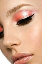 «Как взрыв звезды в момент рождения» - вечерний макияж глаз, форма бровей, уход за кожей вокруг глаз