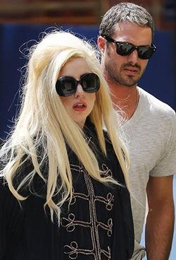 Леди Гага ждёт предложения руки и сердца от избранника