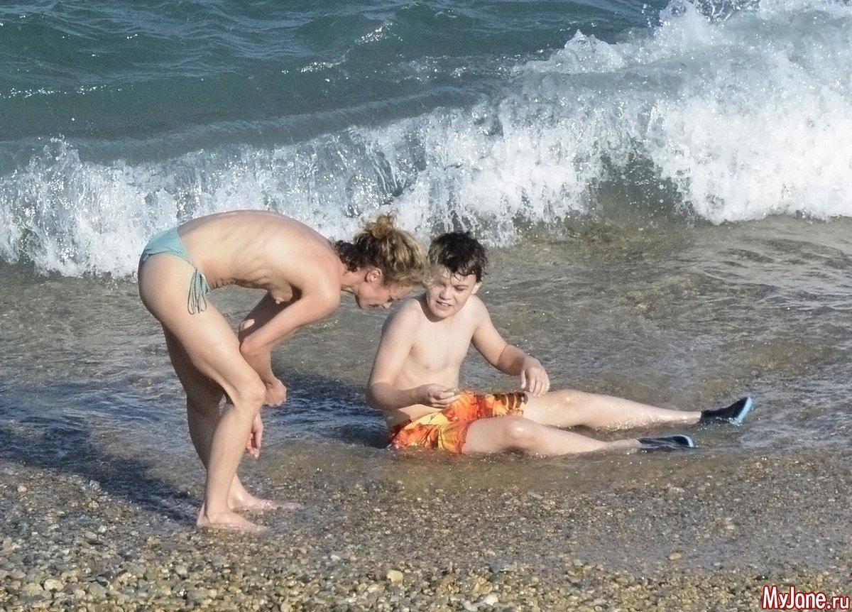 С голым сыном 20 фотография