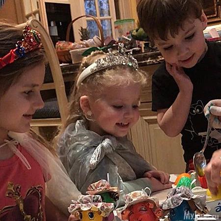 Алла Пугачёва отметила день рождение воткровенном наряде