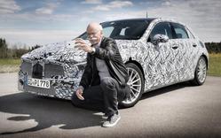 Глава Daimler сделал селфи на фоне нового «Мерседеса»