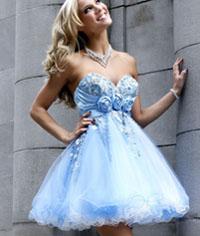 Платье выгодно выделяет грудь и фиксирует талию, делая ее более тонкой и.