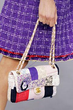 В этот раз модельеры придали женской...  Мешковатые сумочки от лучших...