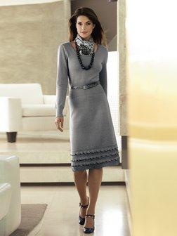 На фото: Если нет желания с чем-то сочетать платье-тунику, то молодежные бренды предлагают элегантные трикотажные платья-мини