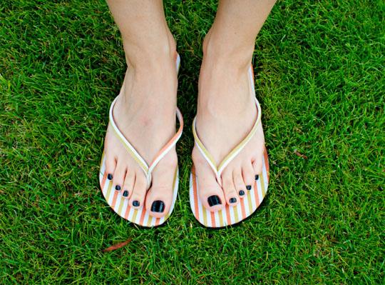 секс ножки в ногтях