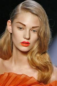 СЕКРЕТ: чтобы получить макияж губ как у... Основное правило великолепного модного макияжа: сочные яркие губы цвета...
