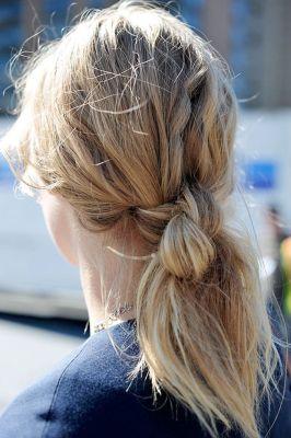 Двойной узел из волос вяжется быстро, распутывается легко и крепко...