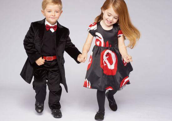 На фото Детская мода для девочек Модная детская одежда: морское.