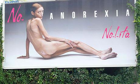 в 2013 году модны однотонные купальники или с рисунком?