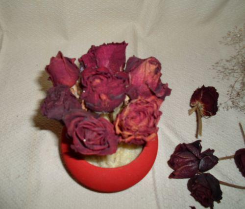 Что сделать из засохших роз