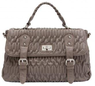 На этом фоне выгодно выделяются цветом сумки от Fendi и фактурой (выделка под змеиную кожу) - от Valentino.