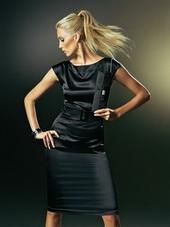 Деловая одежда.  Макияж тоже важен в стиле деловой женщины.