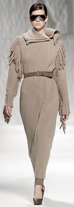 Традиционные свитера тоже не выходят из моды.  На длинный свитер в этом...