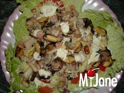 Салат из морской коктейль с майонезом