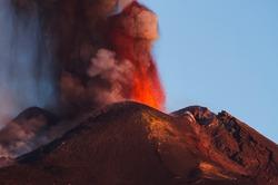 Начал извергаться вулкан Этна
