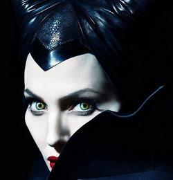 MAC посвятил новую коллекцию Анджелине Джоли