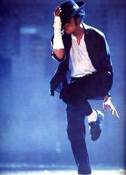 Одежду и обувь Майкла Джексона продали на аукционе