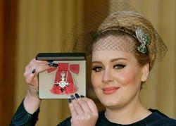 Адель награждена Орденом Британской империи