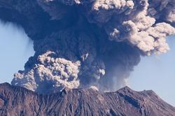 Камчатский край встречает Новый год извержением вулкана