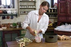 Юлия Высоцкая вернулась к съёмкам кулинарного шоу
