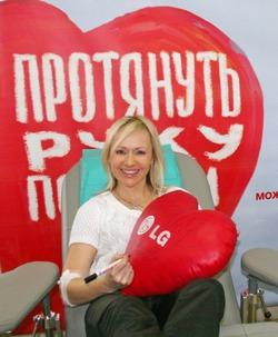 Фигуристка Мария Бутырская поддержала первый совместный в 2014 г. День донора в LG и Эльдорадо