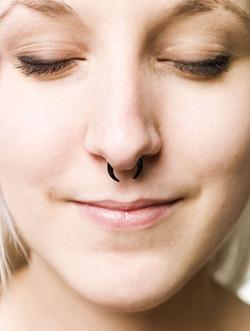 Тренд летнего сезона – пирсинг носа
