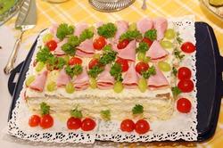 Слоеные салаты с мясными продуктами