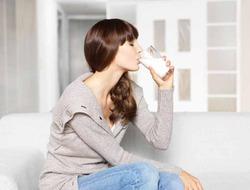 Молоко помогает похудеть без растяжек