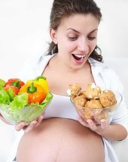 Почему беременным нельзя есть за двоих