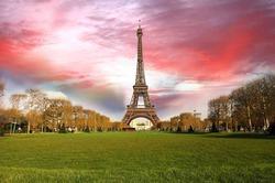 Французы сбегут из Парижа через 35 лет