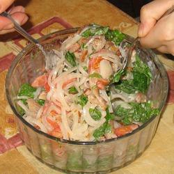 Салат с копченостями и маринованным луком