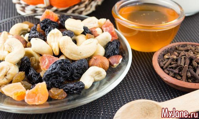 Сухофрукты, орехи и мед: готовим смесь для отличной работы сердца