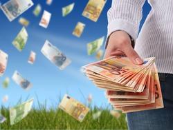 Средний доход российских жителей в месяц - 32 400 рублей