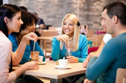 Эксперты не советуют обедать с толстыми людьми