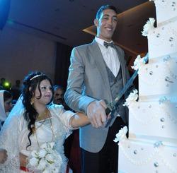 Самый высокий в мире человек женился