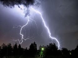 Создали новую систему предсказания погоды по молниям