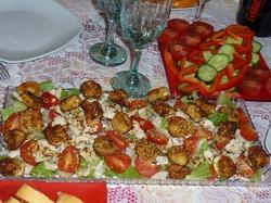 Салат с моцареллой.