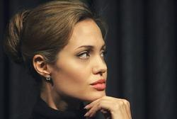 У Анджелины Джоли начались проблемы с грудью