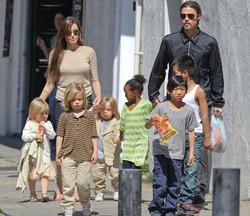 Еще двое детей в семействе Джоли-Питтов