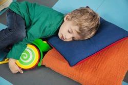Недосыпание вызывает у детей ожирение