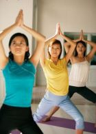 Занятия по фитнес-йоге: самостоятельно или в группе?