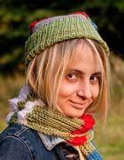 Многоцветные шапочка, шарф и варежки