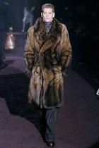 """Армани уверяет, что в моде будет """"бургундский"""""""