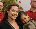 Анджелина Джоли удочерит девочку из Эфиопии