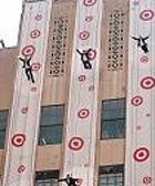 """""""Вертикальный"""" показ Target в Нью-Йорке"""