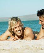 Мужчины на пляже – чемпионы по злословию