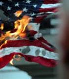 Посольство США в Джакарте закидали яйцами