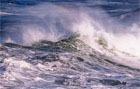 В Персидском заливе перевернулось прогулочное судно