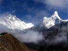 На борту вертолета, разбившегося в Непале, были двое россиян